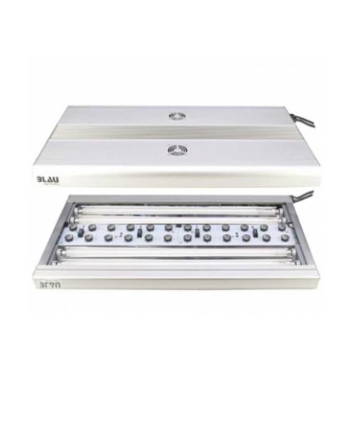 Vista de una lámpara de LED y fluorescentes T5: Iluminación para acuarios.