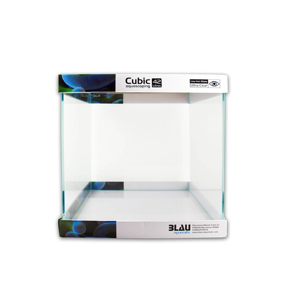 Vista de un acuario Cubic Aquascaping de 42 litros de capacidad.