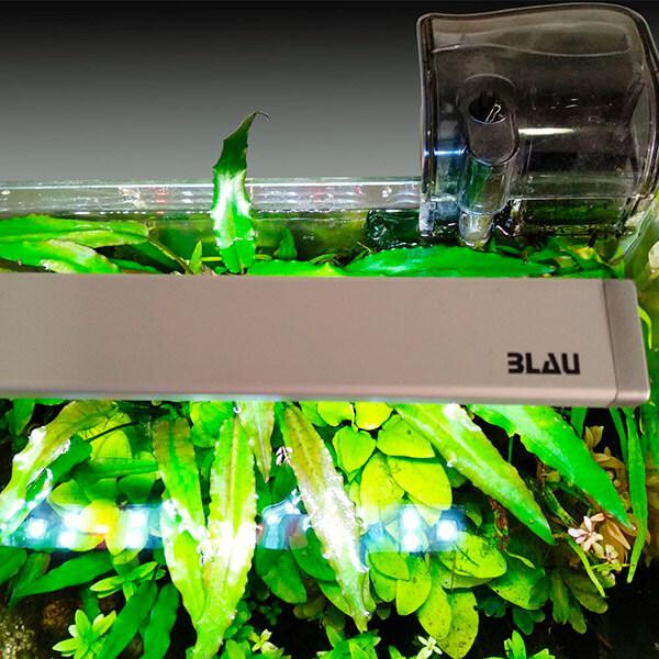 Vista de una lámpara de LED para acuarios: Pico Lumina.