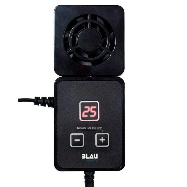 Vista de un ventilador de color negro para controlar la temperatura de los acuarios.